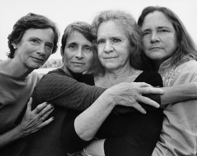 Back To The Youth – 4 Sisters Took The Same Photo For 40 Years